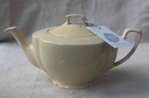 Johnson Bros. Goldendawn teapot