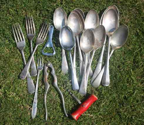 Assorted vintage cutlery